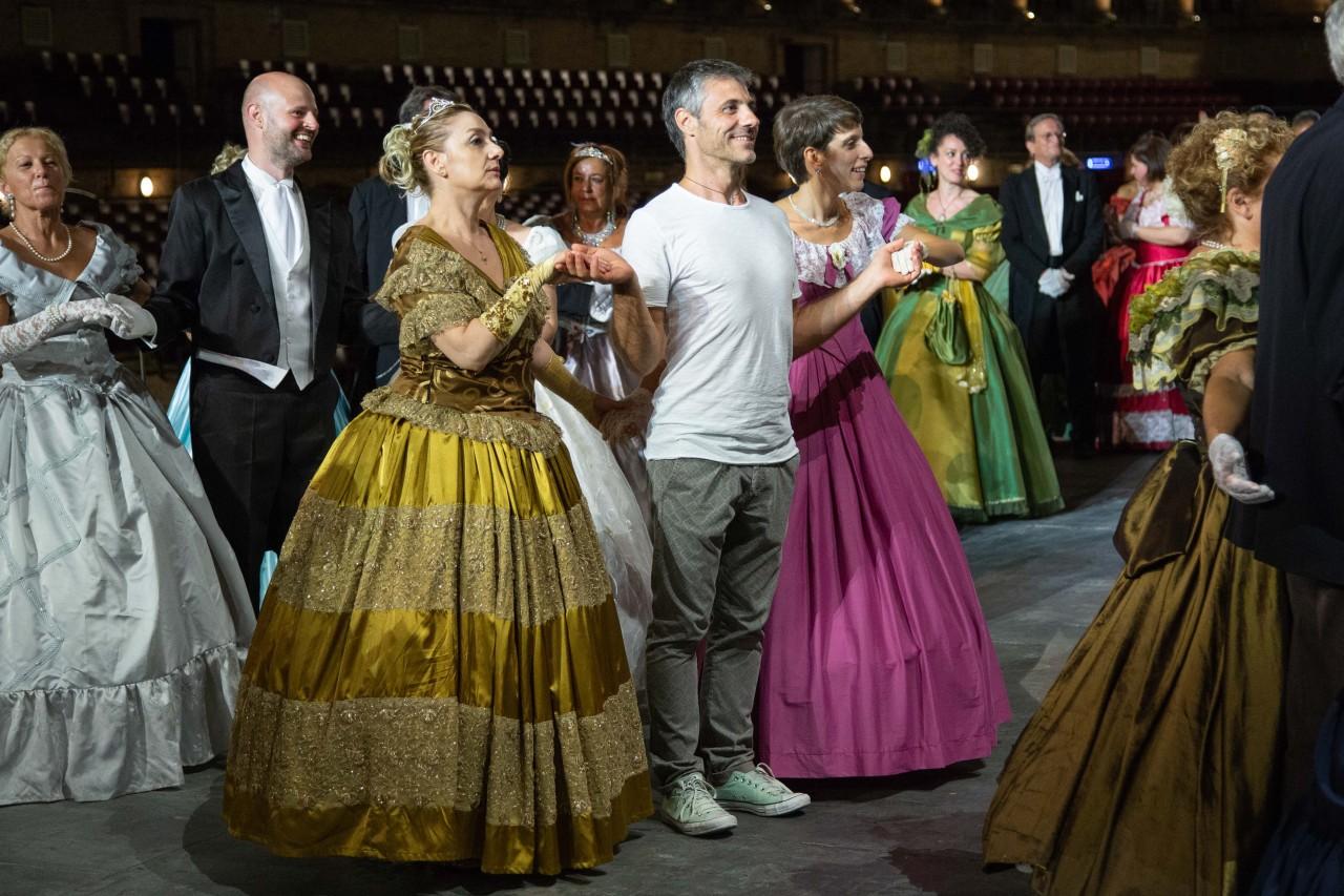 ballo ottocentesco traviata degli specchi sferisterio macerata opera 2018 foto ap (25)