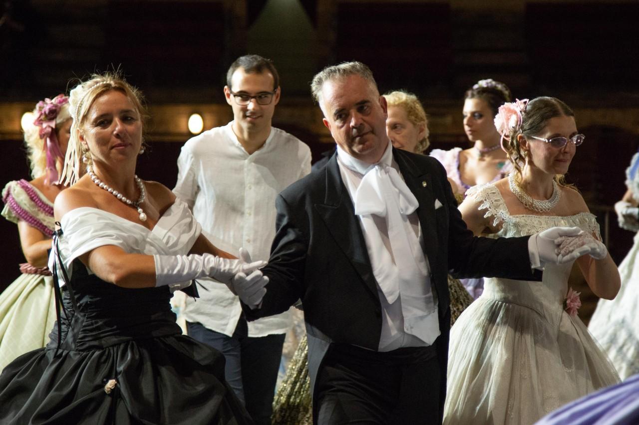ballo ottocentesco traviata degli specchi sferisterio macerata opera 2018 foto ap (27)