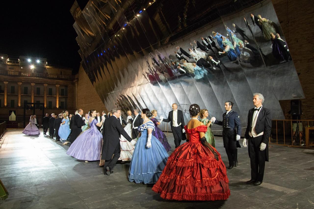 ballo ottocentesco traviata degli specchi sferisterio macerata opera 2018 foto ap (28)