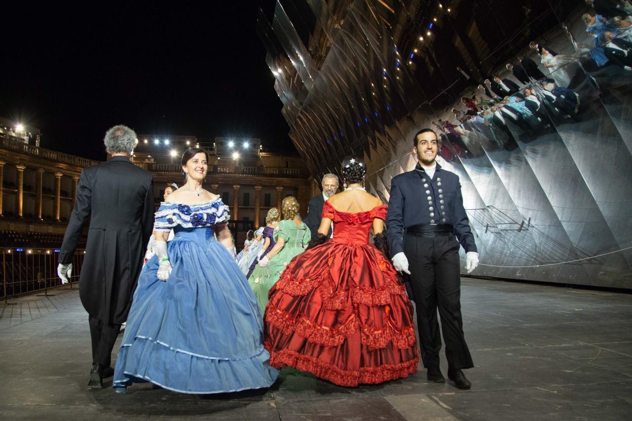 ballo ottocentesco traviata degli specchi sferisterio macerata opera 2018 foto ap (29)