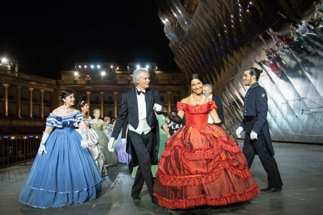 ballo-ottocentesco-traviata-degli-specchi-sferisterio-macerata-opera-2018-foto-ap-30-650x433