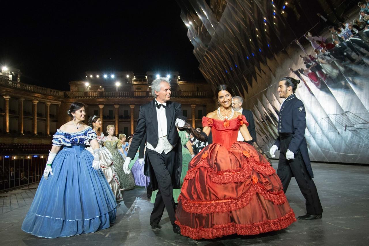 ballo ottocentesco traviata degli specchi sferisterio macerata opera 2018 foto ap (30)
