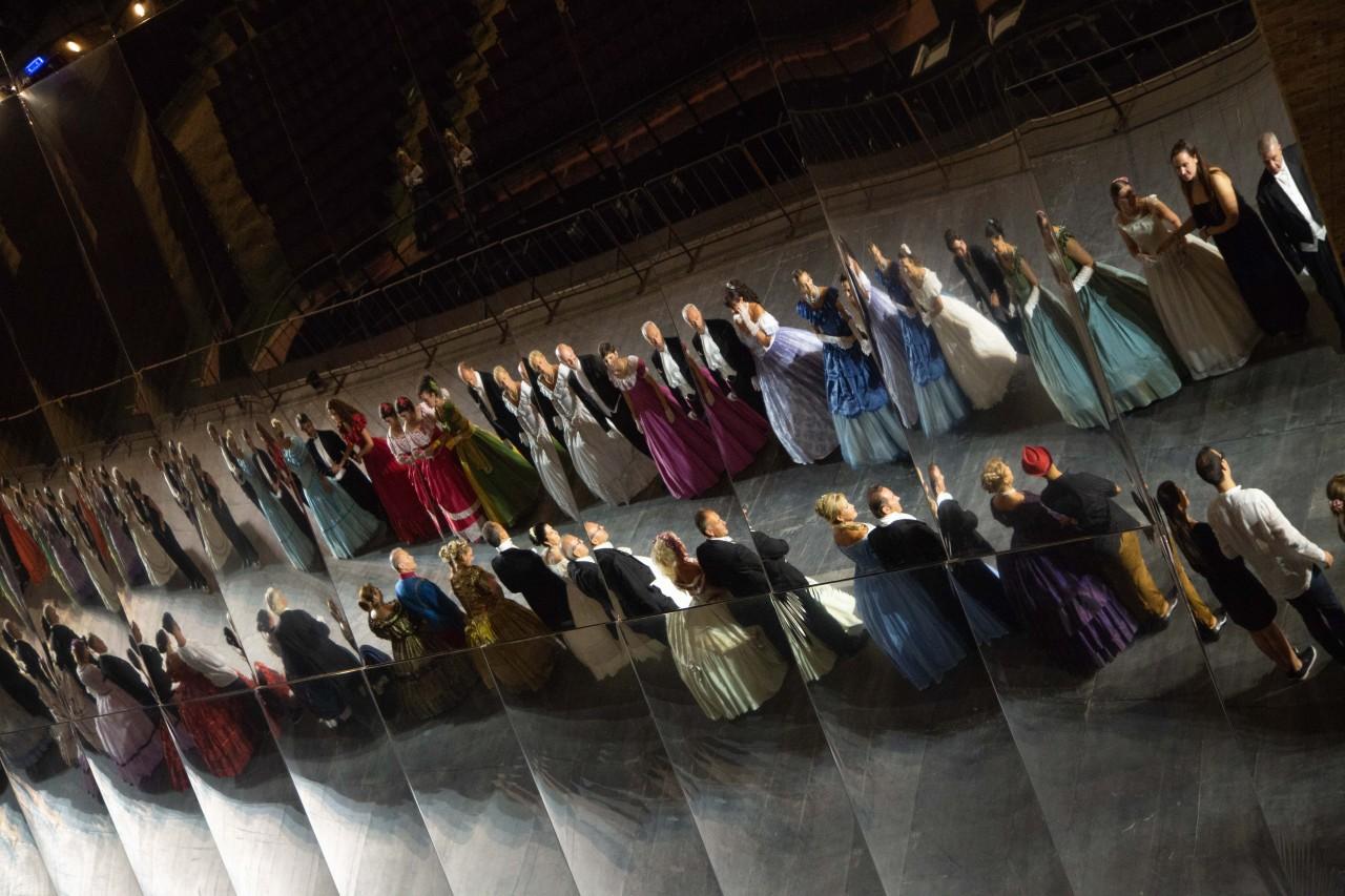 ballo ottocentesco traviata degli specchi sferisterio macerata opera 2018 foto ap (34)