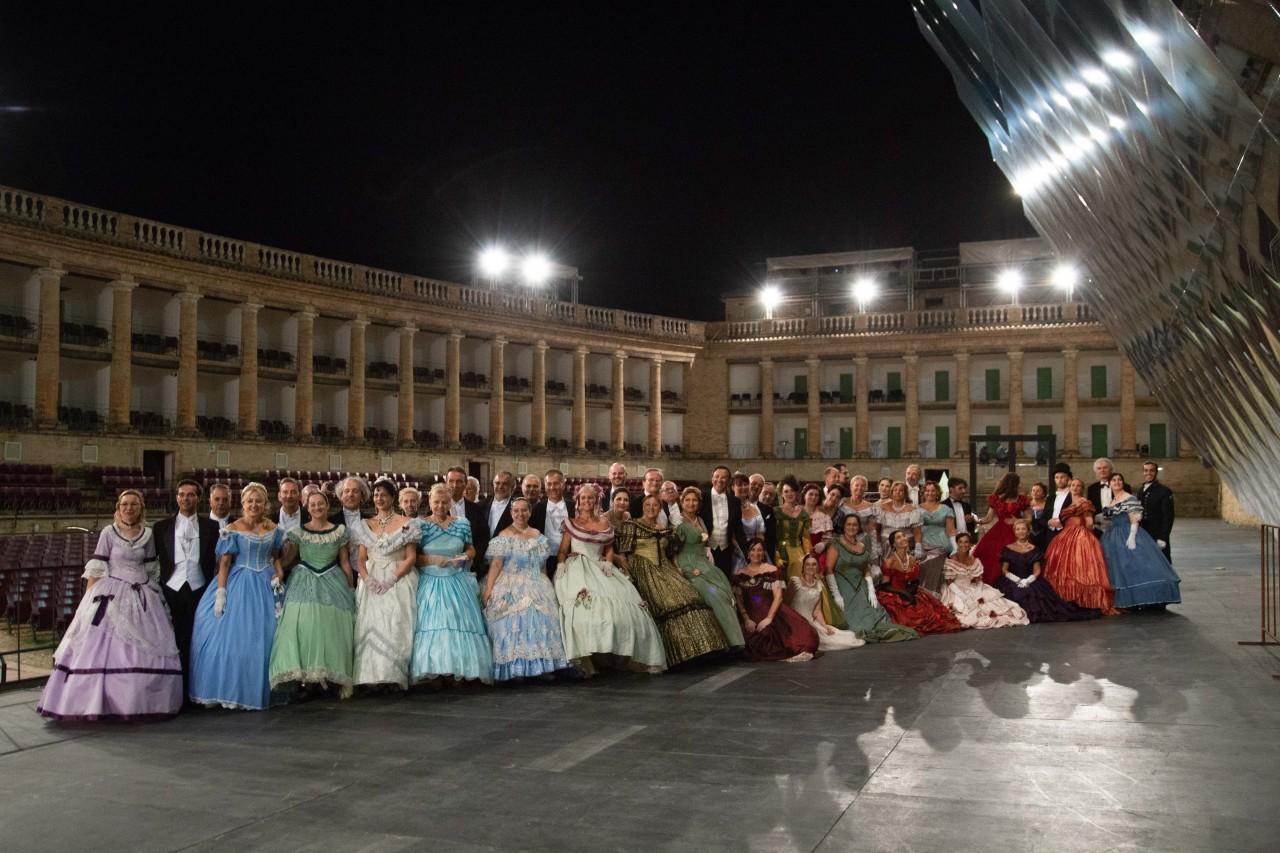 ballo ottocentesco traviata degli specchi sferisterio macerata opera 2018 foto ap (36)
