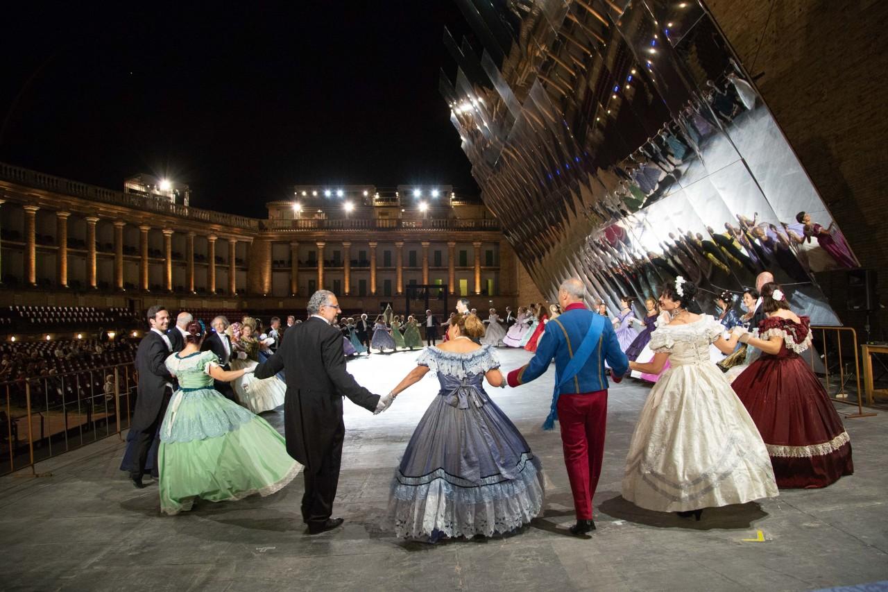 ballo ottocentesco traviata degli specchi sferisterio macerata opera 2018 foto ap (4)