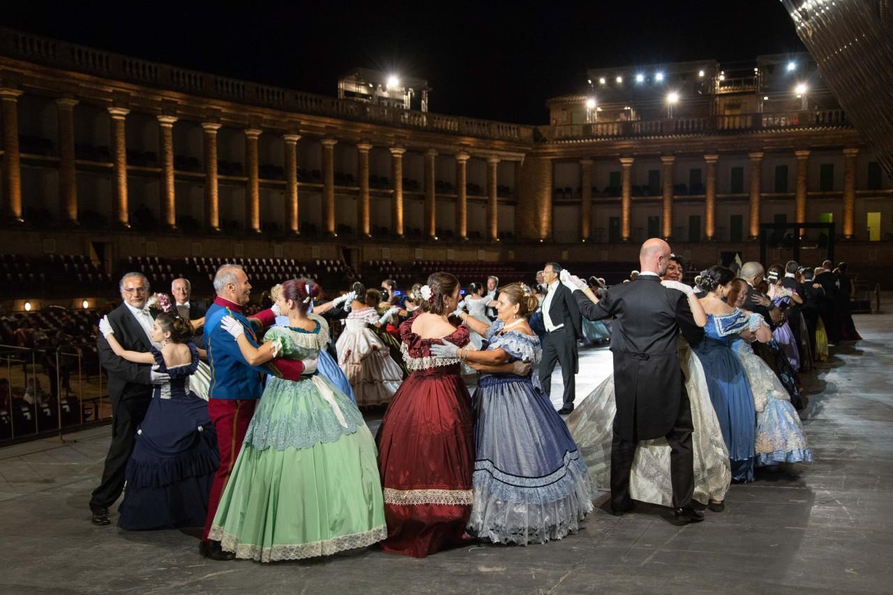 ballo ottocentesco traviata degli specchi sferisterio macerata opera 2018 foto ap (5)