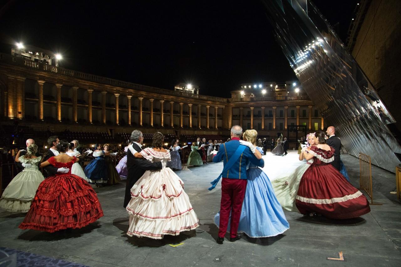 ballo ottocentesco traviata degli specchi sferisterio macerata opera 2018 foto ap (6)
