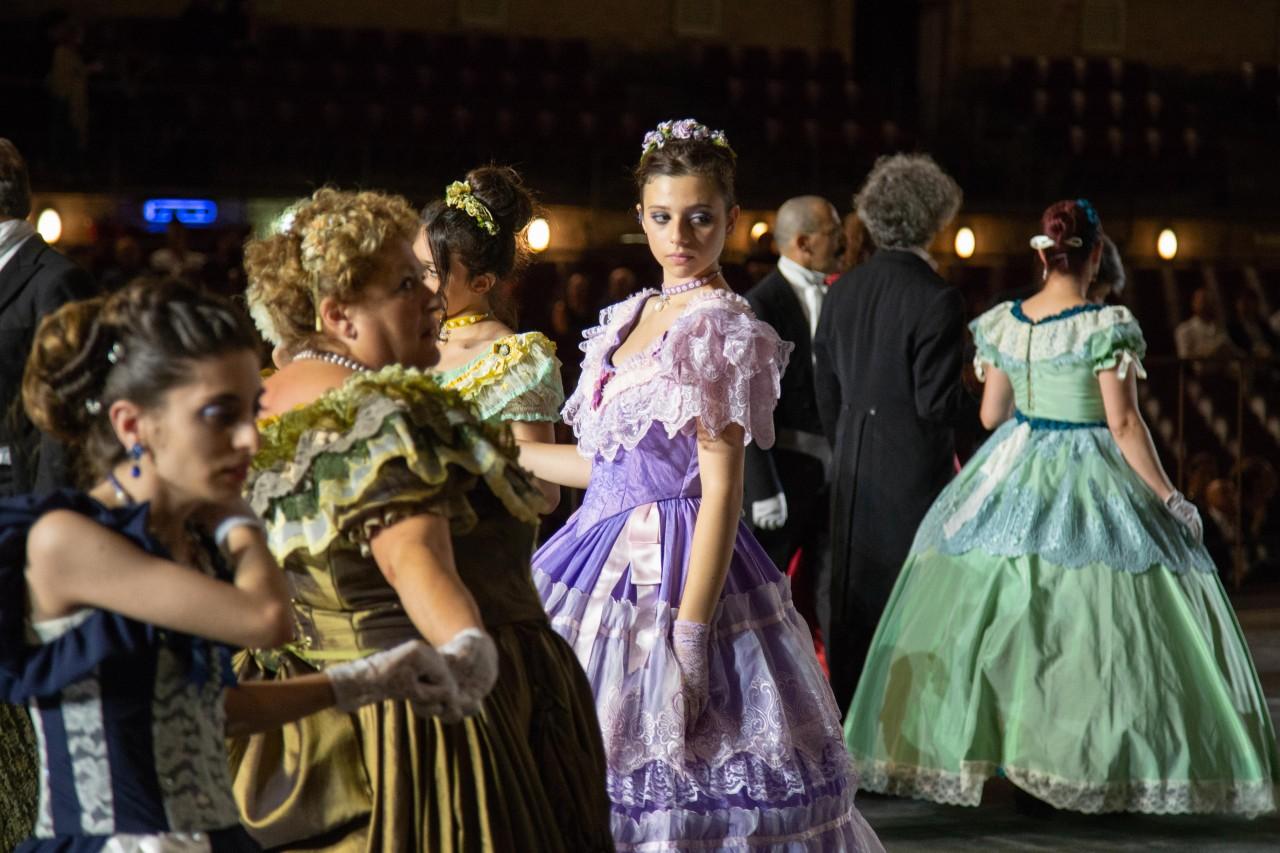 ballo ottocentesco traviata degli specchi sferisterio macerata opera 2018 foto ap (7)