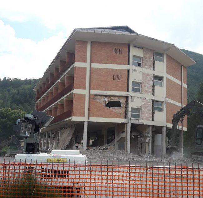 demolizione-park-hotel-e1534953154588-650x634