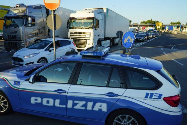 traffico-chiusura-casello-autostrada-polizia-stradale-civitanova-FDM-5-650x434