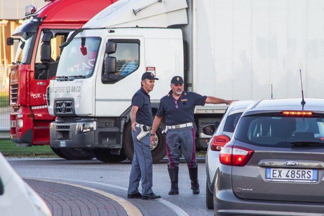 traffico-chiusura-casello-autostrada-polizia-stradale-civitanova-FDM-7-650x434
