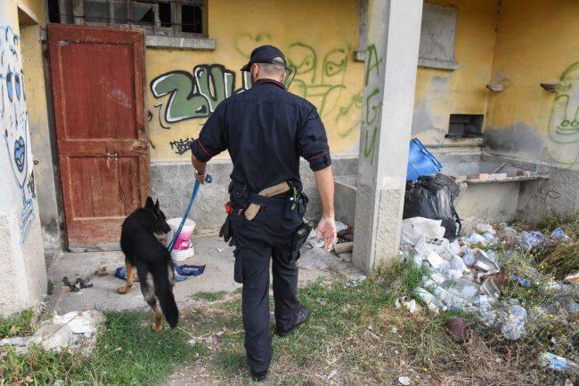 controlli-hotel-house-carabinieri-casolare-cc-hh-porto-recanati-FDM-11-650x434