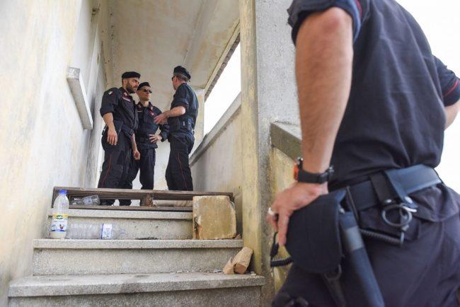 controlli-hotel-house-carabinieri-casolare-cc-hh-porto-recanati-FDM-15-650x434