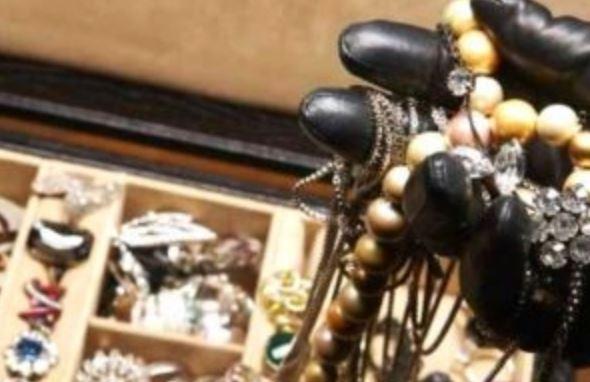 ladro-furti-gioielli