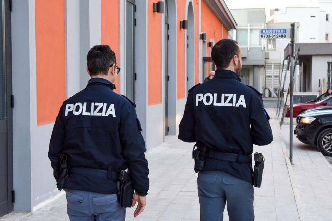 polizia-poliziotti-stazione-di-civitanova-archivio-arkiv-FDM