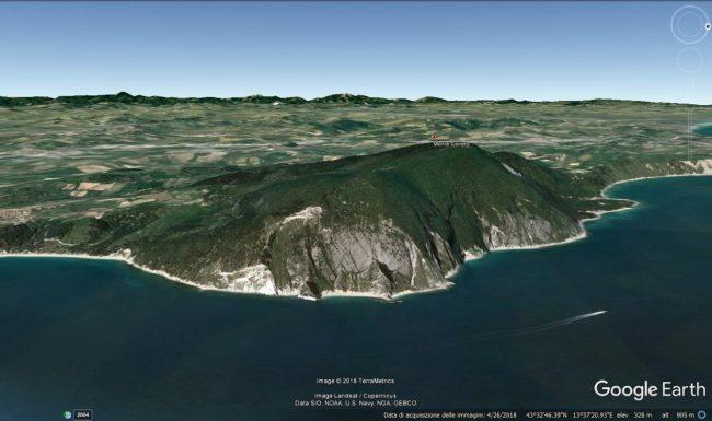rettile-conero-Veduta-del-Monte-Conero-da-est-da-Google-Earth.