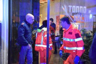 accoltellamento-corso-vittorio-emanuele-polizia-soccorsi-civitanova-FDM-3-325x217