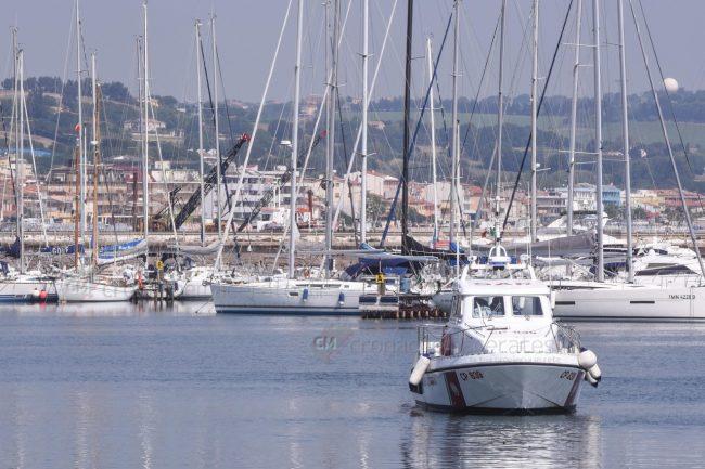 motovedetta-guardia-costiera-porto-area-portuale-civitanova-archivio-arkiv-FDM