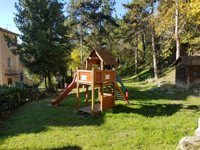 parco-giochi-polemica-via-isonzo3-650x488