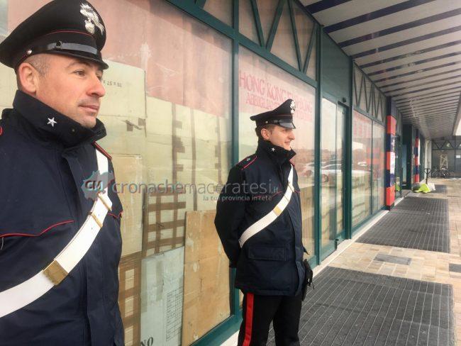 controlli-emporio-cinesi-carabinieri-civitanova3-650x488