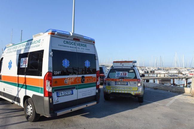 ferito-in-mare-soccorsi-area-portuale-civitanova-FDM-1-650x434