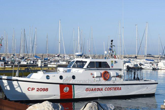 ferito-in-mare-soccorsi-area-portuale-civitanova-FDM-3-650x433