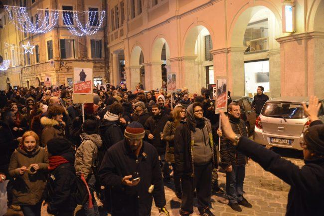 manifestazione_antifascista_macerata_00024-650x433