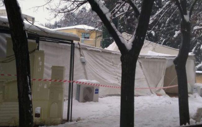 neve-crollato-tendone-parrocchia-san-severino-vescovo1-650x409