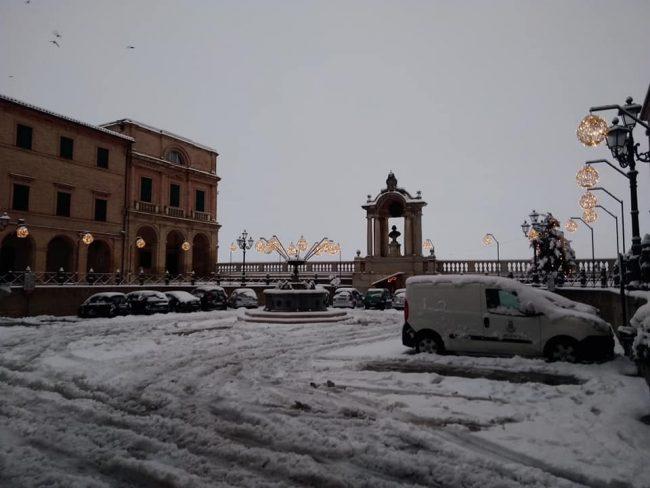 treia-Piazza-della-Repubblica-di-Vittorio-Farabollini