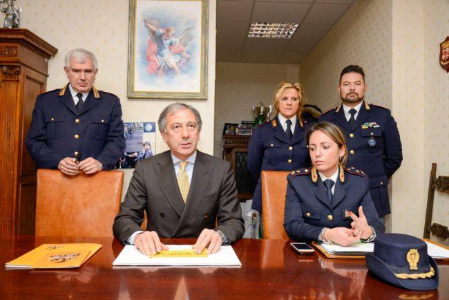 Polizia_SequestroNegozioCannabis_Civitanova_FF-1-650x434
