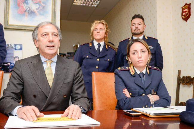 Polizia_SequestroNegozioCannabis_Civitanova_FF-2-650x434