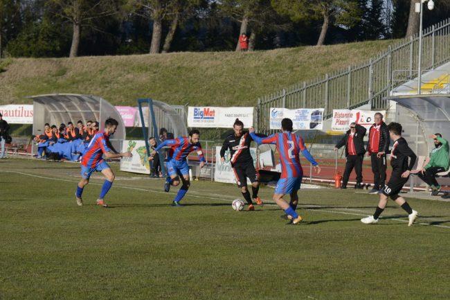 maceratese-atletico-azzurra-colli-9-650x433