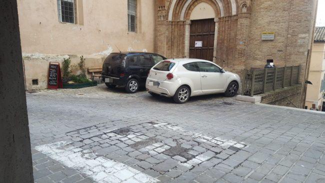 santa-maria-della-porta-parcheggi-abusivi_censored