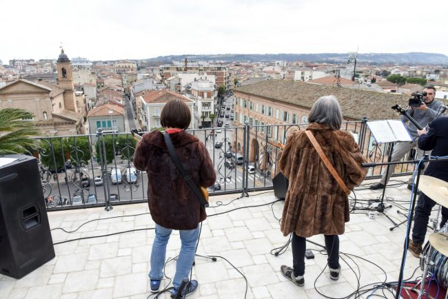 talk-radio-rooftop-beatles-civitanova-FDM-15-650x434