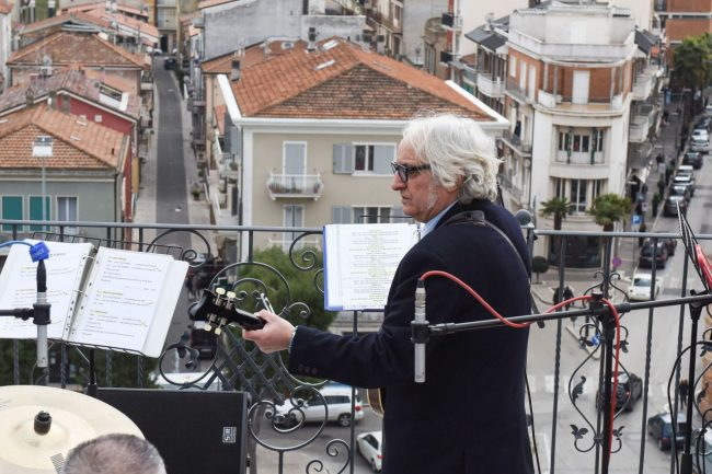 talk-radio-rooftop-beatles-civitanova-FDM-16-650x433