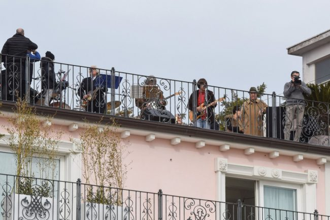 talk-radio-rooftop-beatles-civitanova-FDM-4-650x433