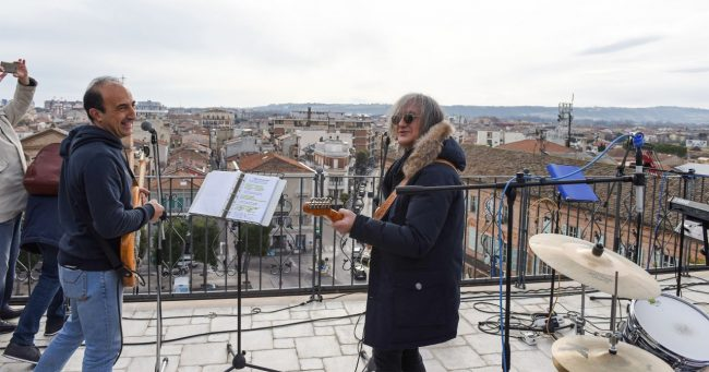talk-radio-rooftop-beatles-civitanova-FDM-6-650x341