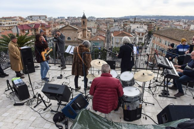 talk-radio-rooftop-beatles-civitanova-FDM-7-650x434