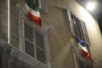 bandiera-francese-macerata-francia