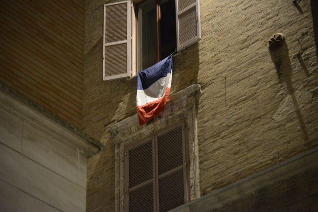 bandiera-francia-francese-1-650x433