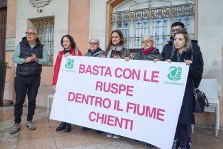 protesta-legambiente-civitanova-FDM-3-325x217