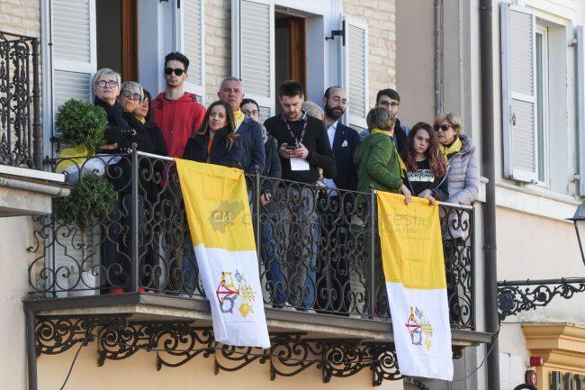 papa-francesco-piazza-santa-casa-basilica-loreto-FDM-10-650x433