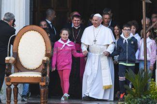 papa-francesco-piazza-santa-casa-basilica-loreto-FDM-12-325x216