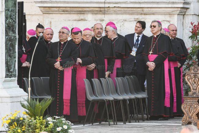 papa-francesco-piazza-santa-casa-basilica-loreto-FDM-9-650x433