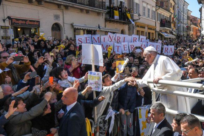 papa-francesco-santa-casa-basilica-loreto-FDM-8-650x433