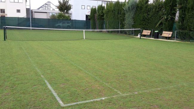 Campo-tennis-in-erba-a-Pollenza-3-650x366