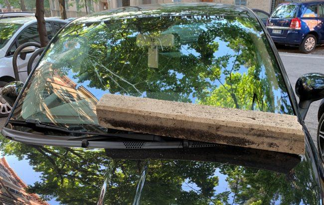 auto-danneggiate-vandali-viale-martiri-della-libertà-1-650x411