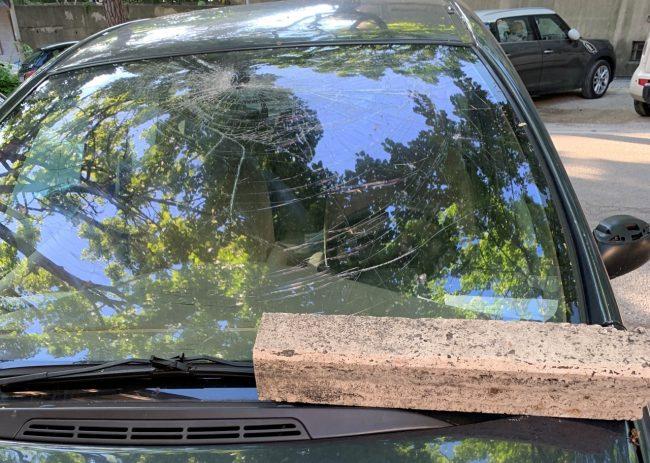 auto-danneggiate-vandali-viale-martiri-della-libertà-2-650x463