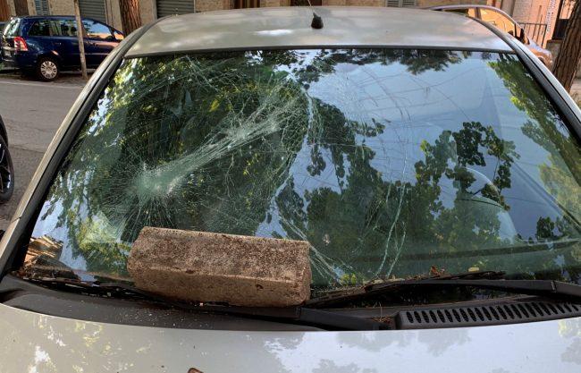 auto-danneggiate-vandali-viale-martiri-della-libertà-3-650x417