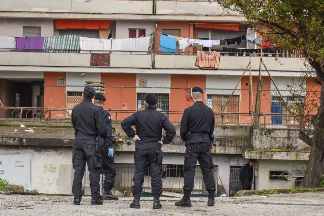 blitz-carabinieri-hotel-house-porto-recanati-FDM-12-650x433